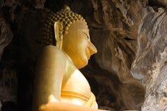 Une statue majestueuse de Bouddha Images libres de droits