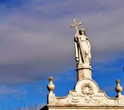 Une statue sur une tombe image libre de droits