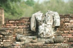Une statue temps-ruinée de Bouddha, Sukhothai, Thaïlande Image libre de droits