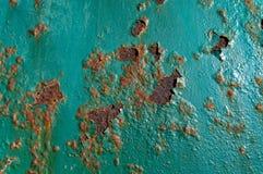 Une surface rouillée de sarcelle d'hiver, avec l'écaillement de peinture photographie stock libre de droits