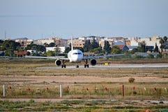Une tête d'avions de transport de passagers dessus Image libre de droits
