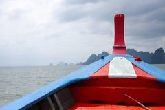 Une tête de bateau en mer Photo stock