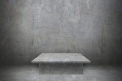 une table de ciment sur le mur en béton et le plancher pour le modèle et le desi Photos stock