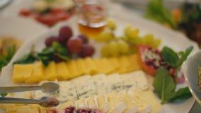 Une table de nourriture clips vidéos
