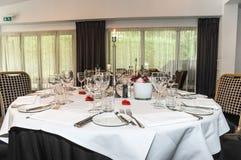 Une table de salle à manger de luxe Photo stock