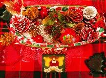 Une table des décorations pour Noël Photos stock