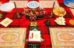 Une table des décorations pour Noël Photographie stock libre de droits