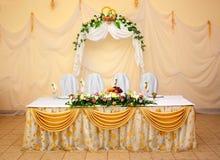 Une table pour les nouveaux mariés Image stock