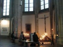Une tache de prière à l'intérieur du Domkerk à Utrecht, Pays-Bas images stock