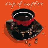 Une tasse brillante de couleur noire de café sur le fond orange photos stock