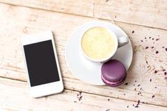 Une tasse d'expresso de café, macaron Images libres de droits