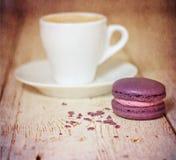 Une tasse d'expresso et de macaron de café Photo libre de droits