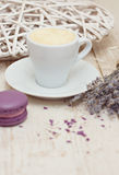 Une tasse d'expresso et de macaron de café Image libre de droits