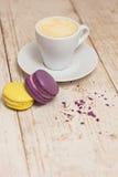 Une tasse d'expresso et de macaron de café Photographie stock