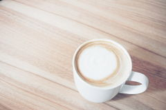 Une tasse de boisson chaude de café dans le ton de vintage Photo libre de droits