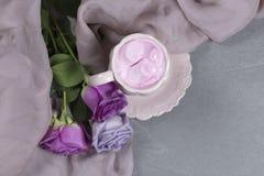 Une tasse de café avec la guimauve pour le petit déjeuner Photo libre de droits