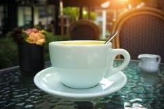 Une tasse de café d'americano dans le café Photo libre de droits