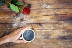 Une tasse de café et bonjour de fumée Photos stock
