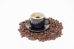 Une tasse de café et de grain Photographie stock libre de droits