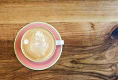 Une tasse de cappuccino photographie stock