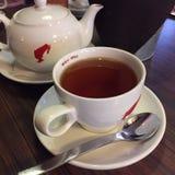 Une tasse de pièce en t et de théière Photographie stock libre de droits