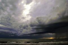 Une tempête en mer Photos stock