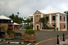 Une tempête de début de la matinée approche la ville de St George - les Bermudes en octobre 2014 Image stock