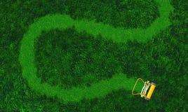 Une tondeuse à gazon de poussée dessine un chemin Photo libre de droits
