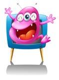 Une TV bleue avec un monstre rose Photographie stock libre de droits