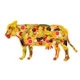 Une vache, composée de fruits et légumes Images stock