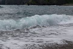 Une vague de mer d'une distance étroite photos libres de droits