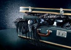 Une valise prête pour des vacances images stock