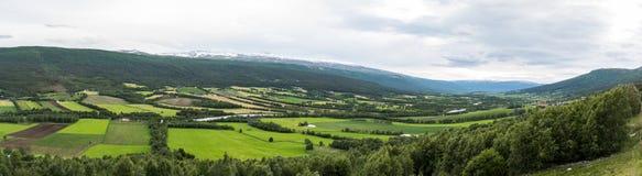 Une vallée des champs image stock