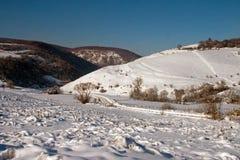 Une vallée isolée en hiver Photographie stock libre de droits