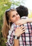 Une verticale d'un couple doux dans l'amour. Photo stock