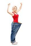 Une verticale d'une femelle heureuse de perte de poids photographie stock