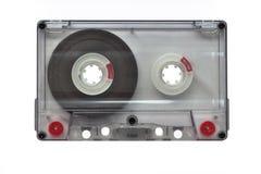 Une vieille cassette sonore transparente vide, d'isolement sur le fond blanc objecte, technologie image libre de droits