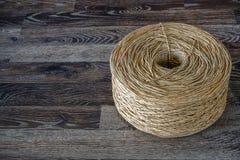 Une vieille corde roulée de coton photographie stock libre de droits