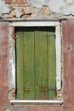 Une vieille fenêtre en Italie Photographie stock libre de droits