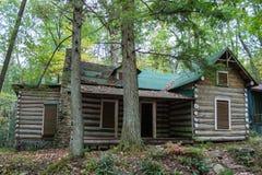 Une vieille, historique cabane en rondins Photographie stock libre de droits