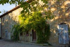 Une vieille maison dans le pays toscan Image libre de droits