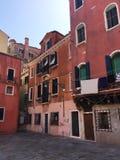 Une vieille maison rouge à Venise et x28 ; Venise, Italy& x29 ; Images libres de droits