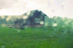 Une vieille maison sur la prairie Photos stock