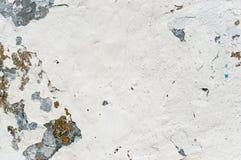Une vieille peinture plus blanche avec des taches de rouille Photos libres de droits