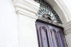 Une vieille porte dans Moterrey Images libres de droits