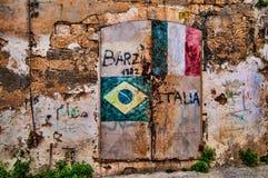 Vieille porte verrouillée colorée Photographie stock