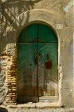 Une vieille porte verte Image stock