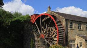 Une vieille roue d'eau près de pont North Yorkshire de Pately Image libre de droits