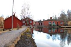 Une vieille usine par le lac Photos stock