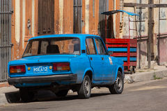 Une vieille voiture à La Havane Photos stock